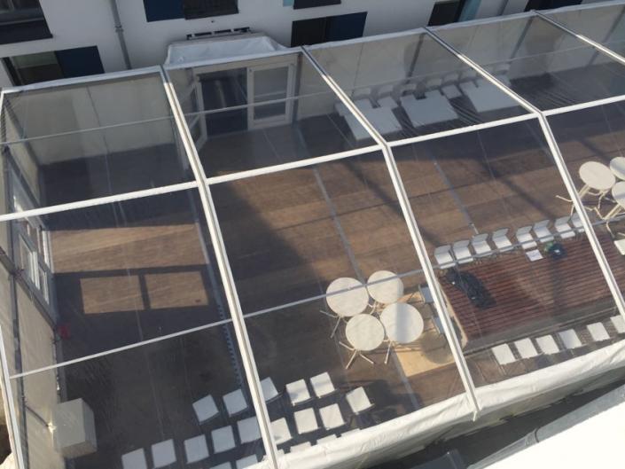 satteldachzelt-mit-transparenten-dach