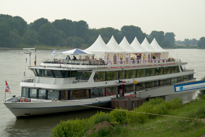 galerie-zelte-auf-einem-schiff