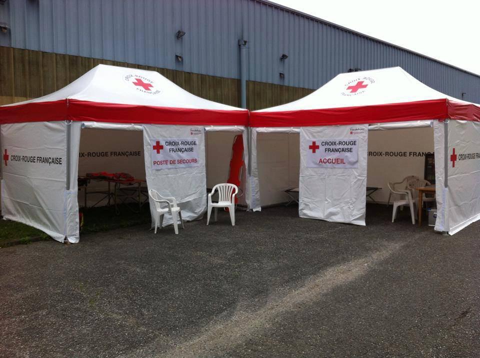 Triage-Zelt für Verdachtsfälle